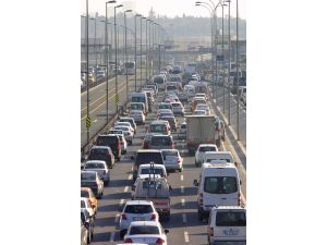Okullar açıldı, trafik yine kilit