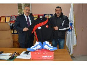 Karagül Petrolden Tercan 17 Şubat Spor Kulübüne Malzeme Yardımı