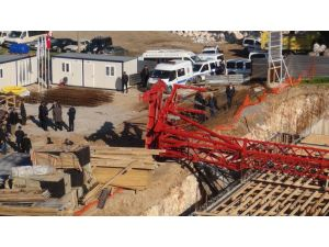 Emniyet müdürlüğü binası inşaatında vinç kazası