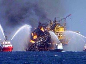Meksika'da petrol platformunda yangın: 2 ölü