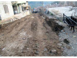 Belen'in Kömürçukuru Mahallesinde içme suyu çalışması yapılıyor