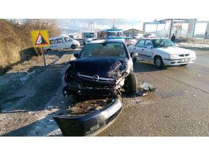 Buzlanma nedeniyle kaza: 2 yaralı