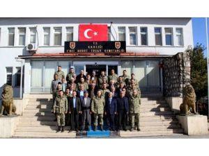 Çukurcalı Vatandaşlardan Mehmetçiğe Ziyaret