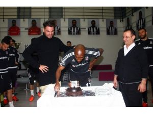 Atiba'ya Doğum Günü Sürprizi