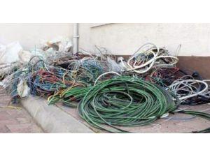 Büyükorhan'da Kablo Hırsızları Kaçarken Yakalandı