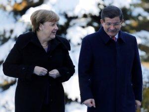 Davutoğlu ve Merkel'den Ortak Basın Toplantısı: Birlikte Çalışacağız