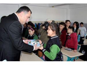 Başkan Taşdelen Okulun İlk Gününde Çocuklarla