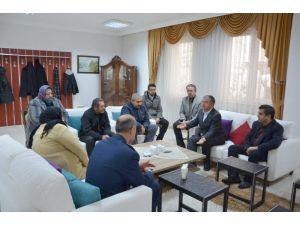 Milli Savunma Bakanı şehidin ailesini ziyaret etti