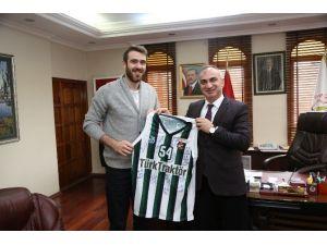 Başkan Aydın Yılmazer, Basketbolcu Kerem Özkan'ı Misafir Etti