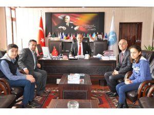 Kaküv'ün TEOG Şampiyonlarından Rektör Özcan'a Ziyaret
