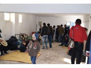 Aliağa'da 128 Kaçak Göçmen Yakalandı