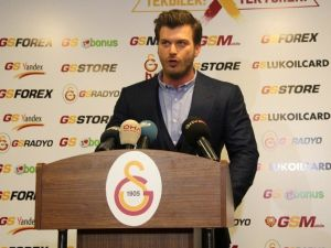 Kıvanç Tatlıtuğ'dan Galatasaray'a Destek