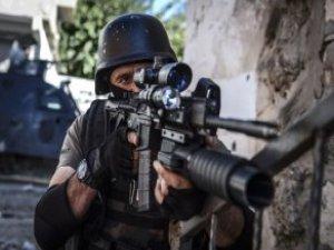 Cizre'de Sis Perdesi Aralandı! Ses Kesilince Binaya Girilmiş