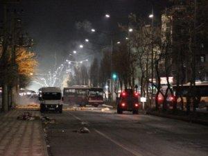 Diyarbakır'da Olaylar Çıktı, Kamyon ve Otobüsler Yakıldı
