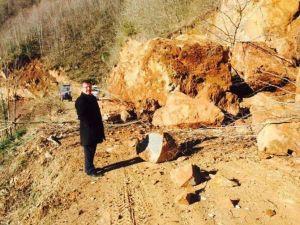 Çatalpınar'da Heyelan Yol Kapattı