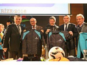 Rize'de Spor Kulüplerine Ve Okullara Spor Malzemesi Desteği