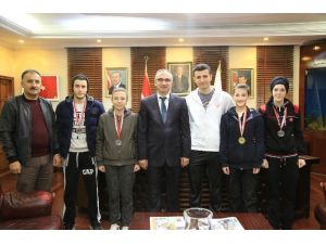 Kickboks Sporculardan Başkan Yılmazer'e Ziyaret