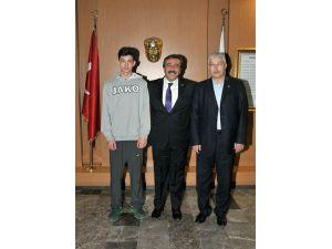 Başkan Soner Çetin'den milli sporculara destek