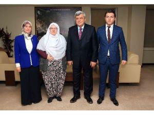 """Başkan Karaosmanoğlu, """"Zeynep Başkan Herkese Örnek Olmalı"""""""