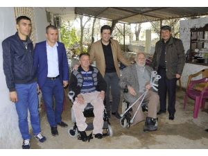 Turgay Genç'ten Tekerlekli Sandalye Hediyesi