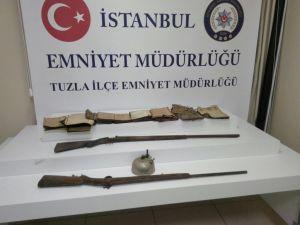 Şüpheli otomobilden tarihi tüfekler çıktı
