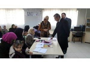 Ezgi, Suriyeli Kursiyerleri Ziyaret Etti