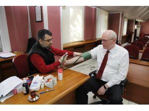 Başkan Kurt, Kızılay'a Kan Bağışladı
