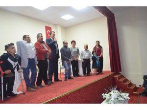 """""""Harbi Sakat Muhabbetler"""" Mihalıççık'ta Sahnelendi"""