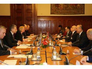 Çavuşoğlu, Macaristan Parlamento Başkanı Köver İle Görüştü