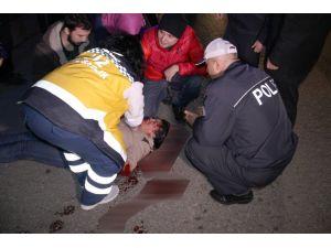 Halk otobüsünün çarptığı genç yaralandı