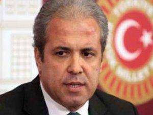 Aylin Nazlıaka'yı Öcalan'a kurban ettiler