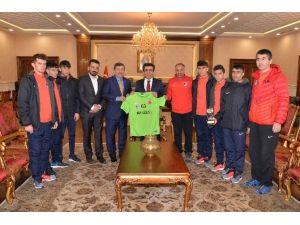 """Vali Güzeloğlu, """"Atletizm Olimpizm Ruhunun Merkezidir"""""""