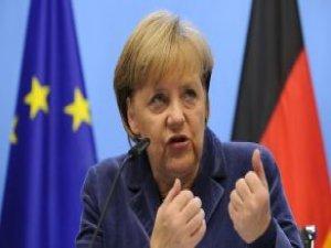 Merkel 'Kısır Kadın' Lafını Duyunca Küplere Bindi