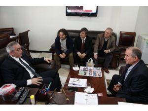 Başkan Aydın'a Ahtapot Turşusu Hediye Ettiler