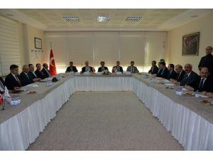 Vali Güzeloğlu, Meslek Değerlendirme Toplantısına Katıldı