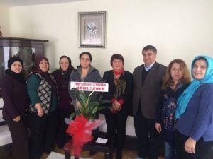 MHP'li Kadınlar Eskişehir'de Hasta Ziyaretlerine Devam Ediyor