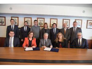 İTO, Turizmci Üyeleri İçin İş Bankasıyla Kredi Protokolü Yaptı