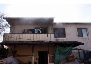 Devrilen Elektrik Sobası Yangın Çıkardı