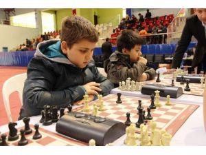 Bilgievleri'nde Satranç Ligi Heyecanı Yaşanıyor