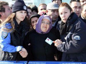 Şehit Polisin Naaşı Memleketi Sivas'a Getirildi