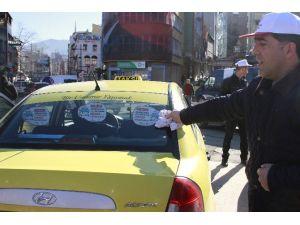 Taksiciler Yaşama Yol Verdi