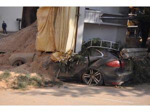 Duvarın Altında Kalan 600 Bin Liralık Porsche Hurdaya Döndü