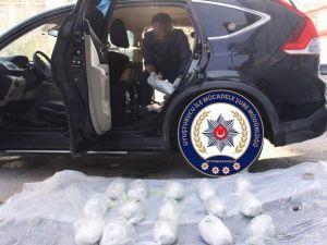 Lüks Cipe Zulalanmış 8,5 Kilo Esrar Polisin Dikkatinden Kaçmadı