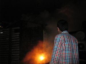 Fatih'te yangın: 3. kattan atlayan genç kız ağır yaralandı