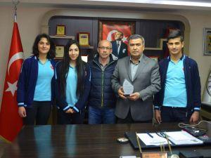 Erciyes'e ilk kez çıkan öğrencilerden başkana teşekkür ziyareti