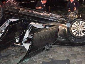 Otomobil takla attı, Sunroofa başı sıkışan kadın öldü