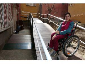 Bedensel engelli Sinem için engelli rampası