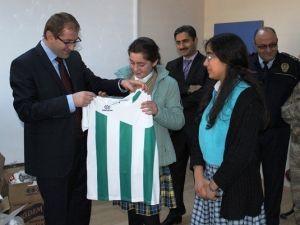 Kovancılar'da Okullara Spor Malzemesi Dağıtıldı