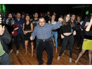 Engelleri Aşmak İçin Dans Ettiler