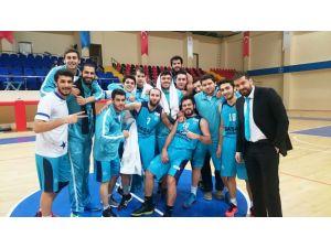 Canik Başarı Üniversitesi Basketbol Takımı zirveyi zorluyor